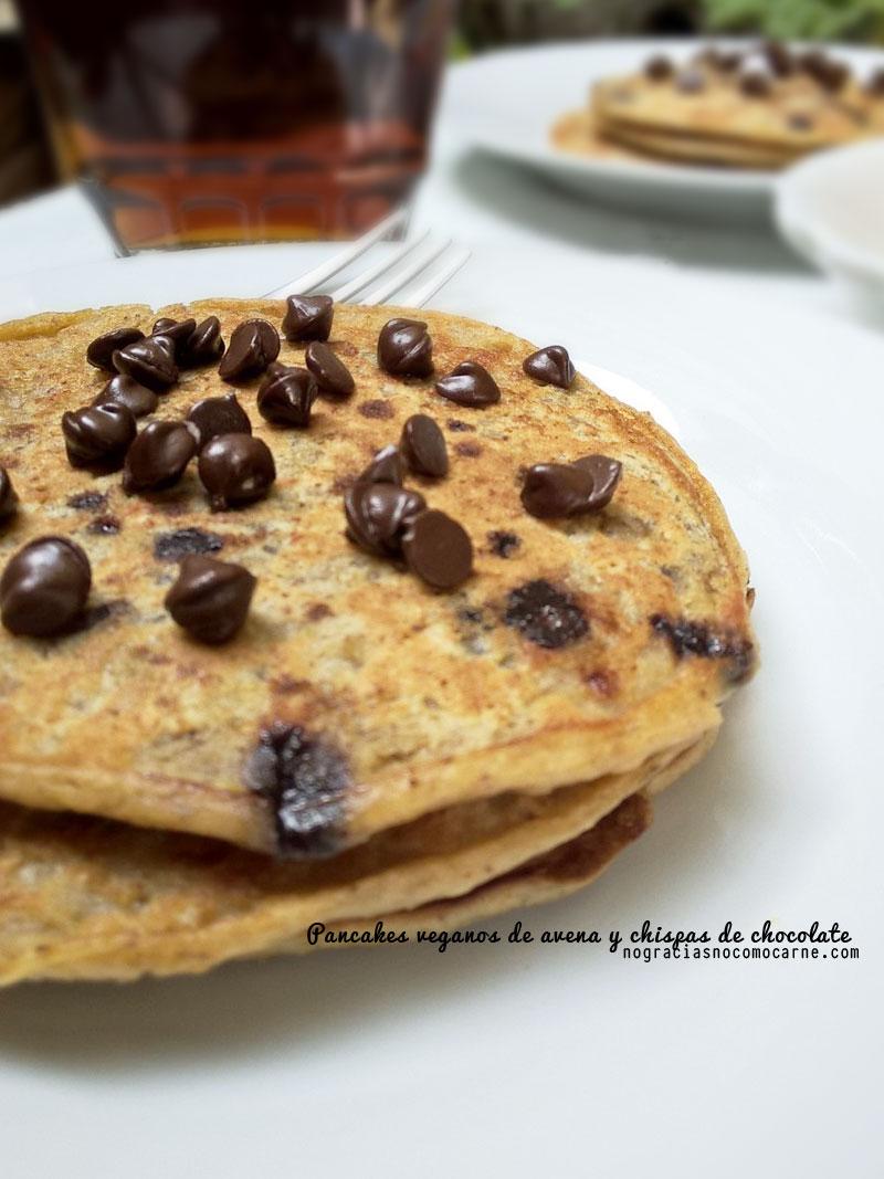 Pancakes veganos de avena y chispas de chocolate