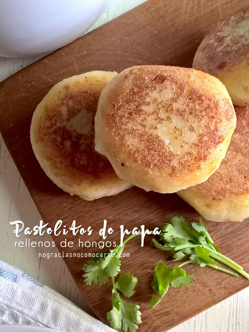 Pastelitos de papa (patata) rellenos con hongos.   Recetas veganas