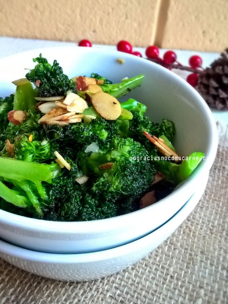 Ensalada de brócoli y almendras   No gracias, no como carne